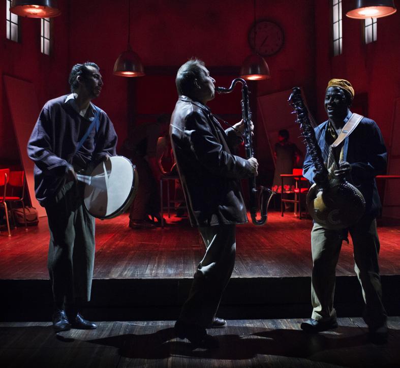 Utvandrarna, Västmanlands Teater, 2016, Ruben Lopez, Anders Larsson, Lamine Cissokho är skådespelare och musiker i föreställningen, foto Markus Gårder